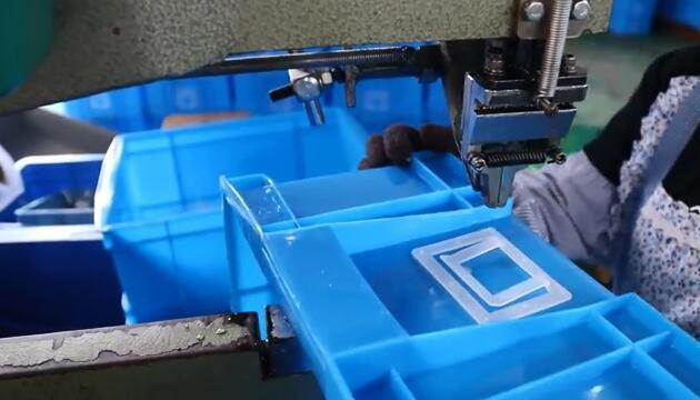 Logistics Box Accessory Assembly