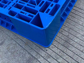 Robust Plastic Pallets Designed For Outside Hard Conditions and Low Weather Conditions